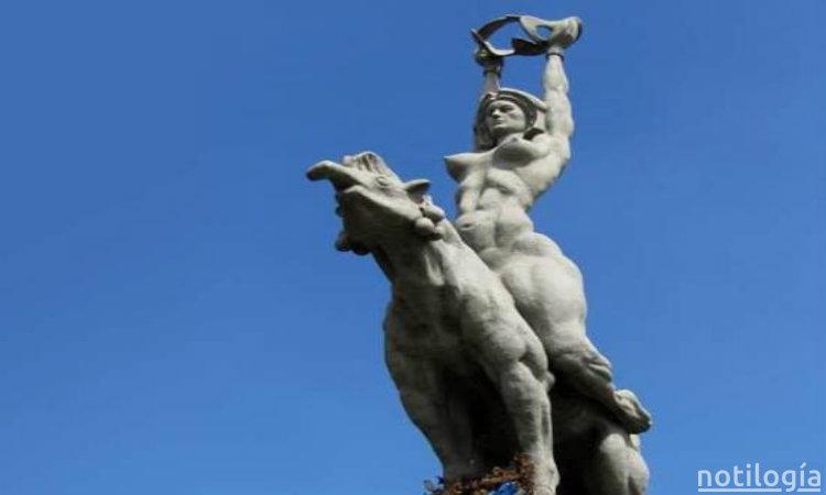 Maria Lionza estatua