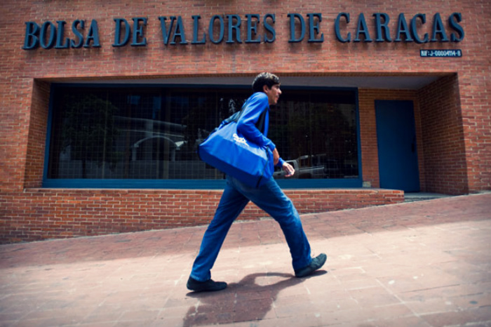 De Valores Bolsa Invertir La En Caracas Cómo dBexorC