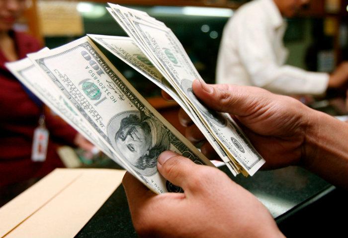 Maduro reduce los dólares viajeros para el 2016