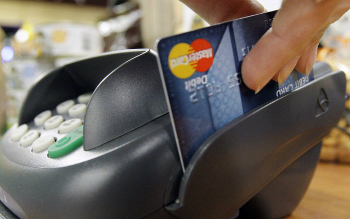 Es decisión de los bancos exigir 6 meses para otorgar cupos viajeros