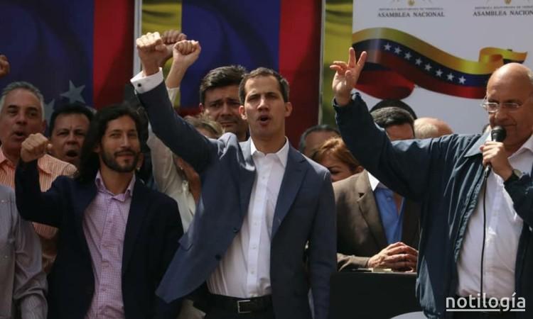Juan Guaidó se juramneta como presidente encargado de Venezuela